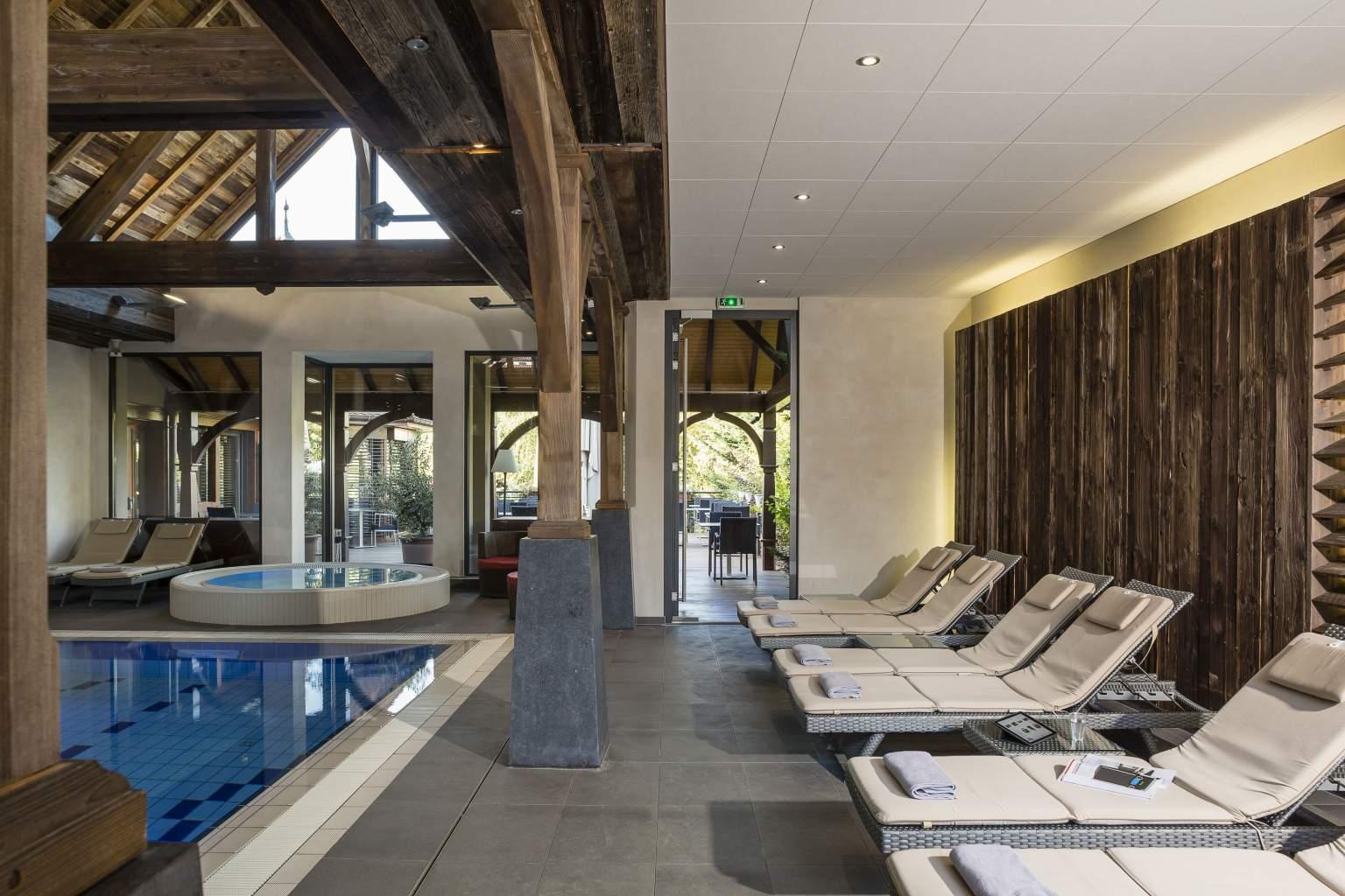 Transats piscine Le Parc à Saint Hippolyte - Hotel Piscine Spa en Alsace